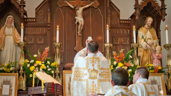 Corpus-Christi - Holy Face of Jesus Church - SSPX - Canada